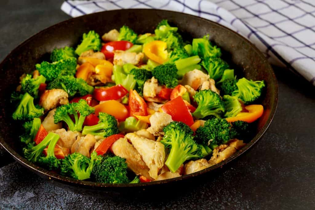 Colorful vegetable keto diet dish with chicken - How to Start Your Keto Diet for Weight Loss